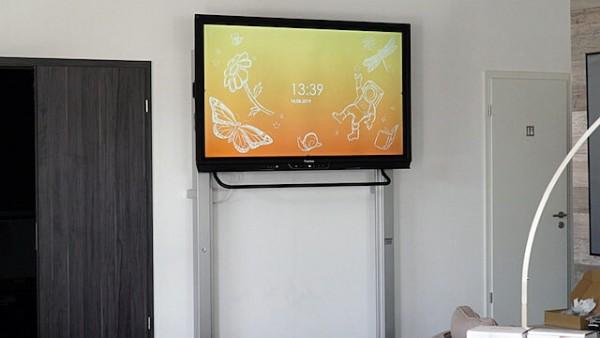 manuell höhenverstellbare Pylonen-Wandhalterung für Touchscreens